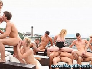 Bisexual orgy action gets off