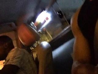 negro gostoso batendo uma punheta dentro do carro ao lado do amigo