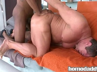 Homodaddy Body Builder Gets Huge COck